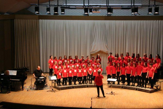 Zapopajmo v novo leto, skupni nastop z otroškim pevskim zborom -  9. januar 2019
