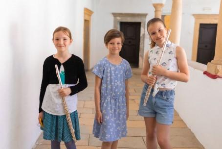 3 x Trio na Velenjskem gradu, nastop učenk Glasbene šole Velenje, 4. junij 2021 - foto: Mojca Gradišnik Hrustel