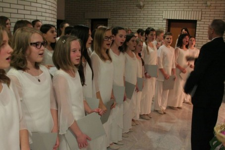 Božično-novoletni koncert Mladinskega pevskega zbora Glasbene šole Velenje, 21. december 2014