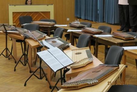Štiridesetletnica delovanja Mešanega pevskega zbora Škale - nastop citrarjev Glasbene šole Velenje