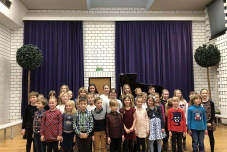 Zima bela vrh gore sedela - nastop učencev 1. razredov klavirskega aktiva Glasbene šole Velenje