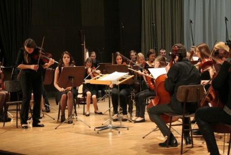 Božično-novoletni koncert - Simfonični orkester in Mladinski pevski zbor Glasbene šole Velenje, 23. 12. 2015