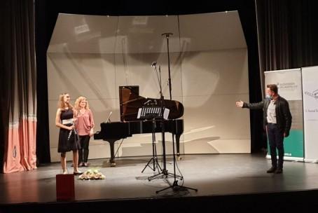 Nastop dijakinje Lare Govek (flavta) na prireditvi Noč slovenskih skladateljev, Domžale