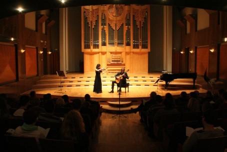 Koncert - duo Eminent (Moeko Sugiura, violina in Nejc Kuhar, kitara)