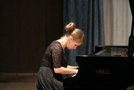 Koncert - Fia Selič, klavir
