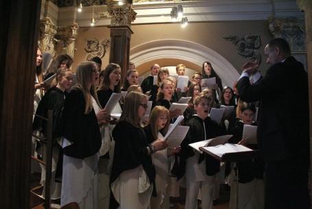 Mladinski pevski zbor Glasbene šole Velenje v Frančiškanski cerkvi v Ljubljani, 31. 5. 2015