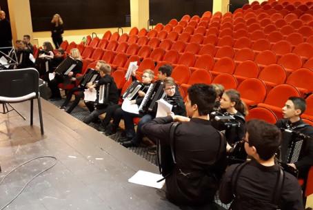 Harmonikarski orkester Glasbene šole Velenje na reviji na Jesenicah