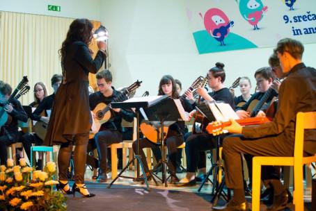 Kitarski orkester Glasbene šole Velenje na 9. srečanju kitarskih orkestrov v Žalcu