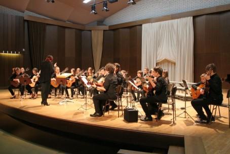Kitarski orkester in mladinski pevski zbor Glasbene šole Velenje ter Mešani mladinski pevski zbor Šolskega centra Velenje, koncert