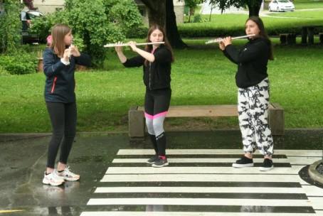 Muziciranje pred glasbeno šolo (in v njej), 24. - 28. 5. 2021