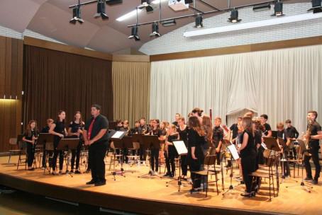 Pihalni orkester in Mlajši pihalni orkester Glasbene šole Velenje, letni koncert