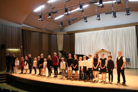Po črnih in belih tipkah, letni koncert pianistov Glasbene šole Velenje