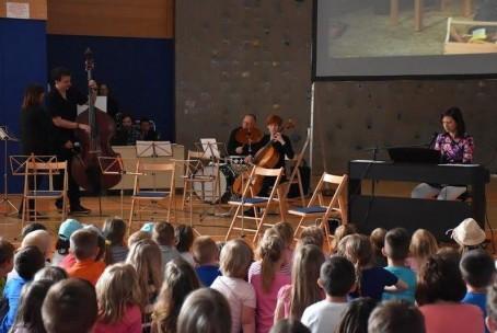 Glasba iz risank - nastop učiteljev Glasbene šole Velenje za otroke v Šoštanju (fotografije: Bogomira Vrčkovnik)