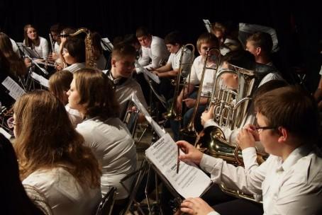 Nastop Mladinskega pihalnega orkestra Glasbene šole Velenje - oddelek Šoštanj na slavnostni seji v Šmartnem ob Paki, 11. 11. 2015