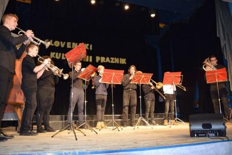 Trobilni ansambel Glasbene šole Velenje na proslavi ob slovenskem kulturnem prazniku v Šmartnem ob Paki