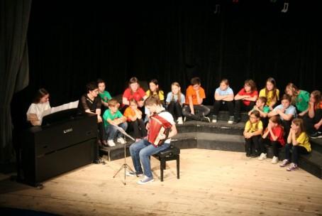 Združeni z glasbo - skupni nastop učencev GŠ Velenje in OŠ bratov Letonja, Šmartno ob Paki