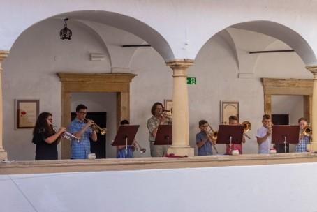 Sobotno glasbeno popoldne na Velenjskem gradu – nastop učencev aktiva za trobila Glasbene šole Velenje; foto Senad Koštić