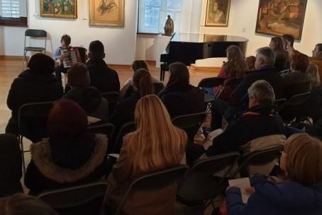 Mladi ustvarjalci na harmoniki, sobotno glasbeno popoldne na Velenjskem gradu - nastop učencedv Glasbene šole Velenje in dijakov Umetniške gimnazije Velenje