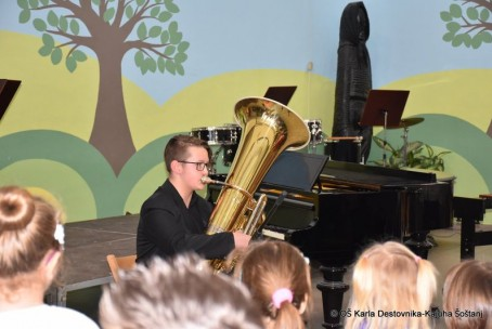 Koncert učencev Glasbene šole Velenje na OŠ Karla Destovnika - Kajuha Šoštanj ob kulturnem prazniku