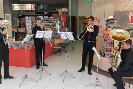 Dan zabave in nakupov v Velenjki - nastop učencev Glasbene šole Velenje