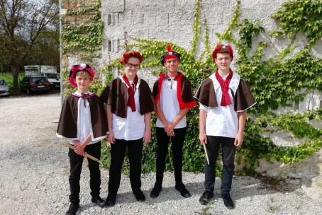 Tolkalci Glasbene šole Velenje na srednjeveškem dnevu v Višnji vasi (grad Tabor)