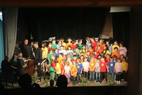 Združeni z glasbo - skupni nastop učencev Glasbene šole Velenje in Osnovne šole bratov Letonje v Šmartnem ob Paki