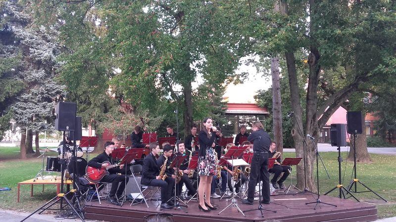 Big Band Glasbene šole Velenje pred Mozaikom
