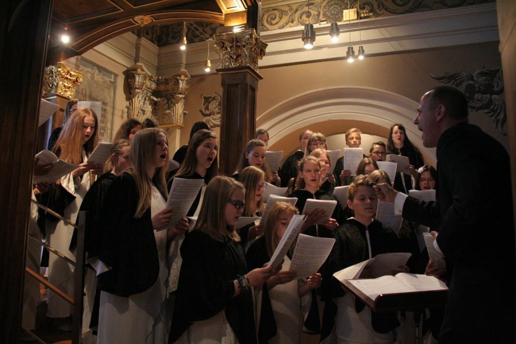Mladinski pevski zbor nastopil v Ljubljani