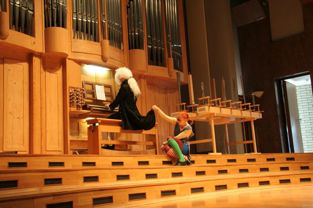 Pika igra na orgle