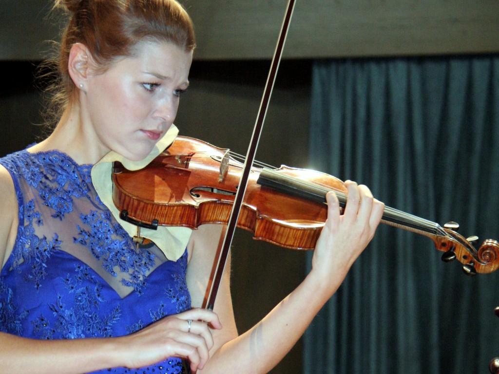 Tanja Sonc (violina) in Petja Mihneva (klavir) - 2. koncert abonmaja Klasika