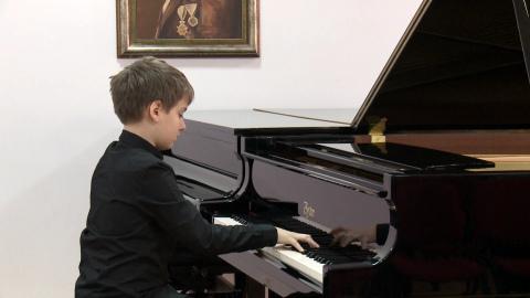 Odličen nastop mladega pianista Mateja Ferleža na tekmovanju v Beogradu