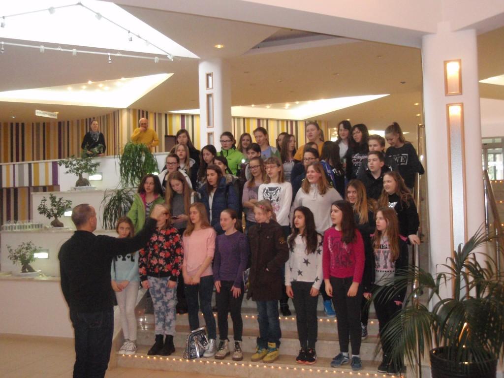 Mladinski pevski zbor na pripravah