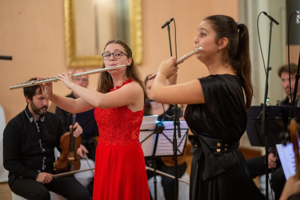 Nastop naše dijakinje Nike Oder s Komornim godalnim orkestrom Slovenske filharmonije