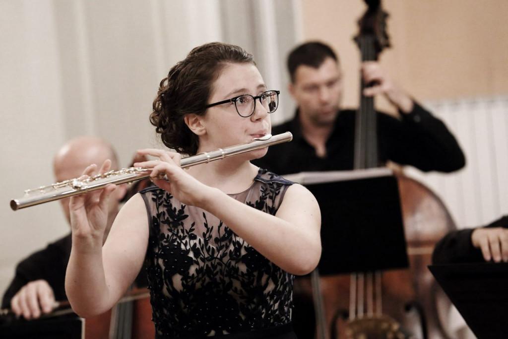 Nika Oder kot solistka s Komornim godalnim orkestrom Slovenske filharmonije