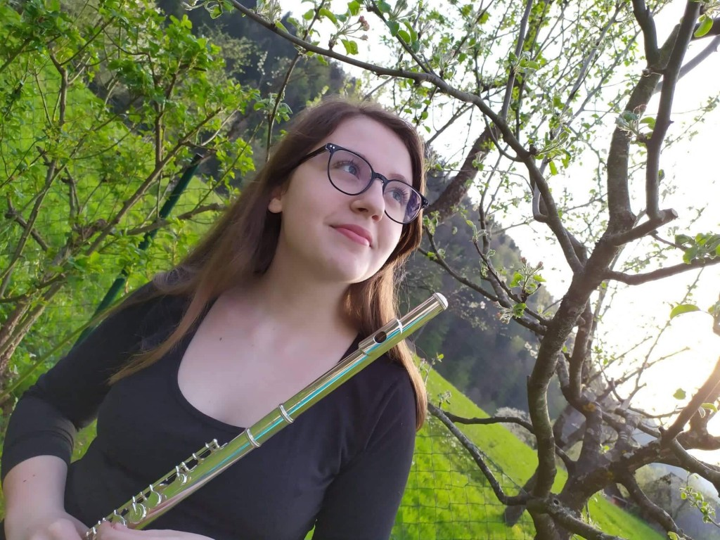 Nika Oder med izbranimi finalisti