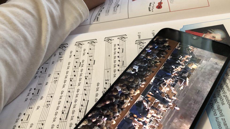 Radijska oddaja o glasbeni šoli na daljavo