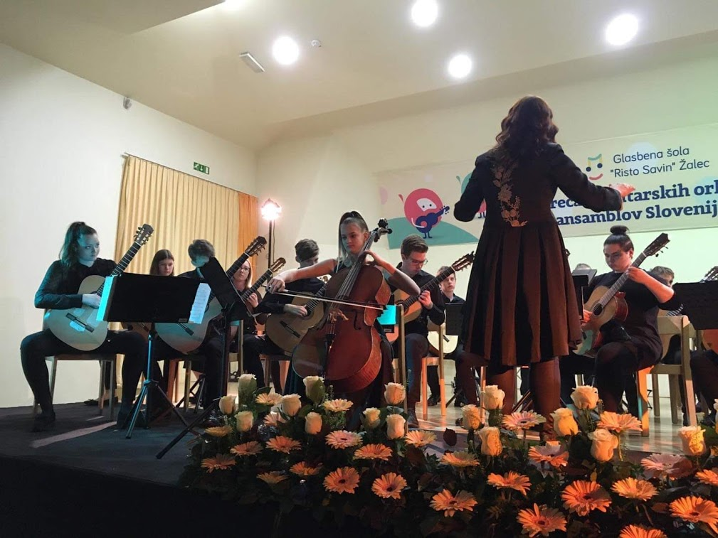 Kitarski orkester na srečanju kitarskih orkestrov v Žalcu
