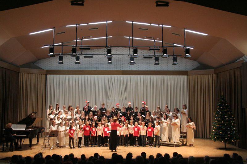 Božično-novoletni koncert pevskih zborov