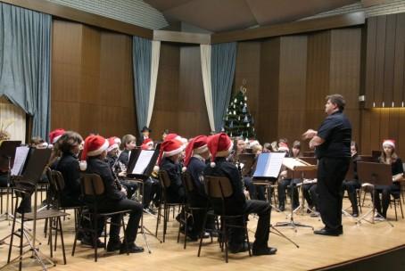 Mlajši pihalni orkester